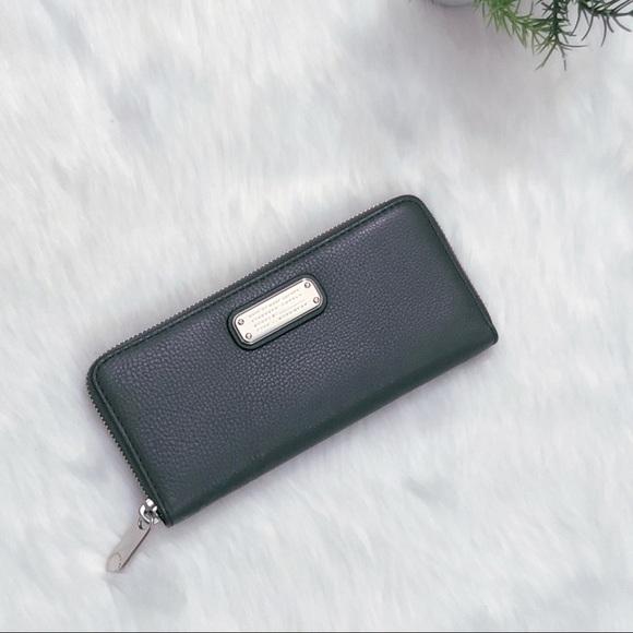 0d94ff91ced74 ✨💕SALE💕NWT-Marc Jacobs Q Slim Leather Zip Wallet
